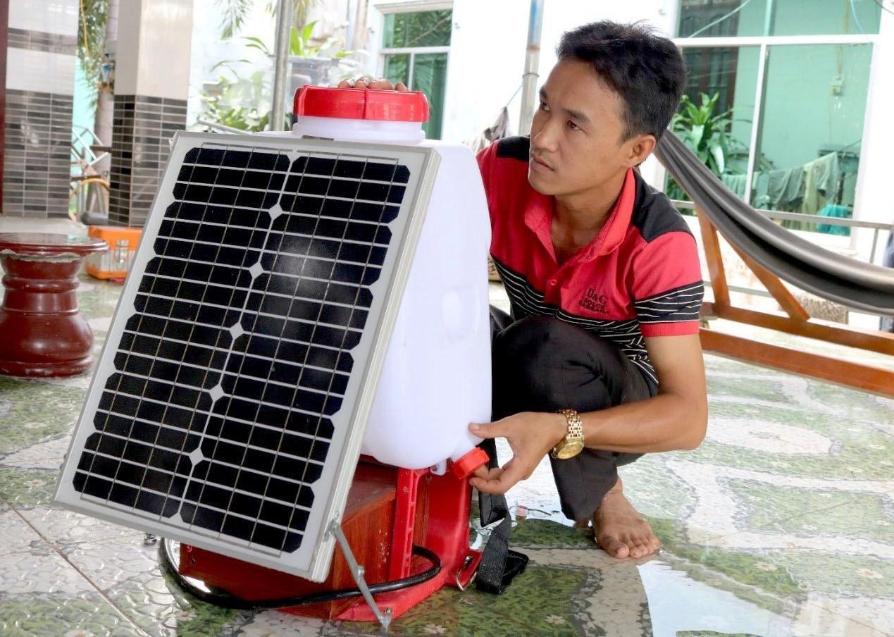 Bình phun thuốc bảo vệ thực vật sử dụng năng lượng mặt trời Ảnh 1