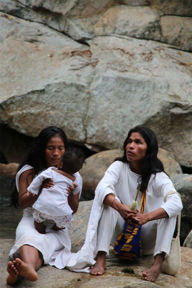 Bí ẩn bộ tộc 8.000 năm ở giữa rừng sâu, có lối sống 'thánh thiện' nhất thế giới Ảnh 13