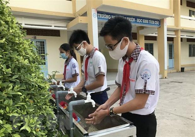 Ngày 4/5, học sinh cấp Trung học cơ sở trở lên ở Hà Nội đi học trở lại Ảnh 1