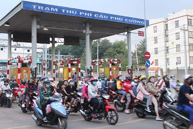 Kẹt xe kéo dài từ Bình Dương sang TP Hồ Chí Minh Ảnh 4