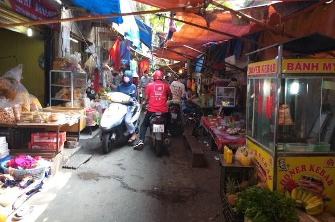 Chợ 'cóc' tràn lan, vi phạm giãn cách xã hội phổ biến Ảnh 7