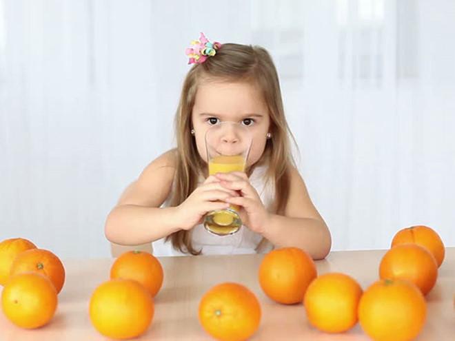 Loại nước tưởng 'bổ béo' này lại là nguyên nhân khiến trẻ mắc nhiều bệnh tật, mẹ tuyệt đối không được cho con uống Ảnh 1