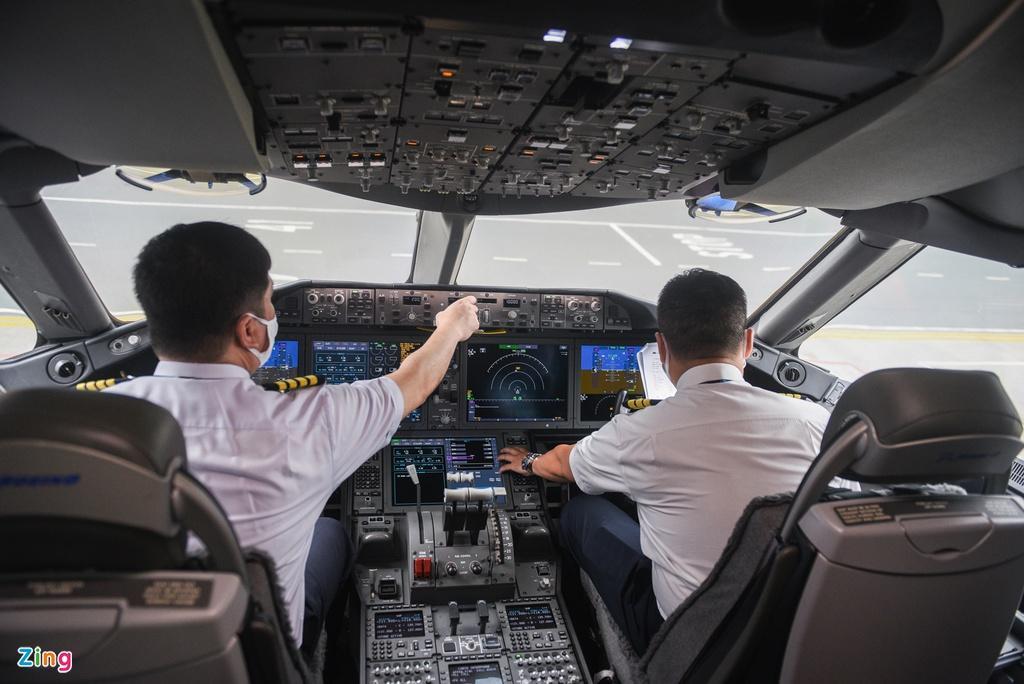 Chuyến bay lên đường tới Mỹ đưa 340 người Việt về nước Ảnh 1