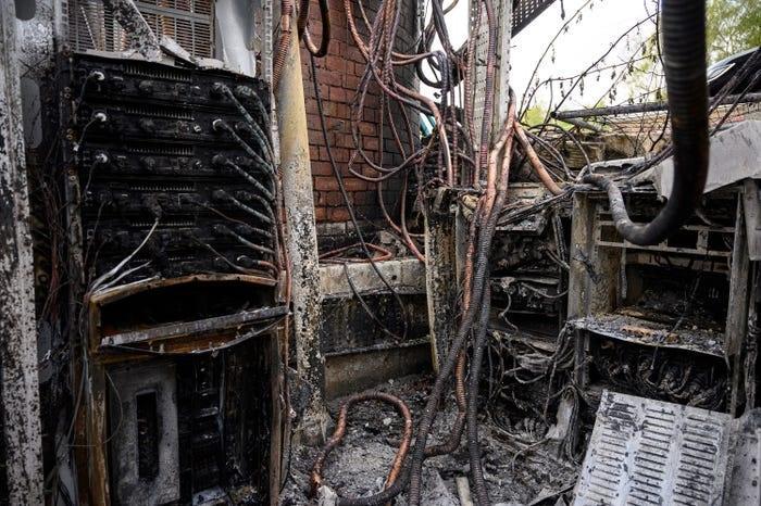 Người Anh đã đốt 77 trạm phát sóng di động vì cho rằng chúng gây ra virus corona Ảnh 2
