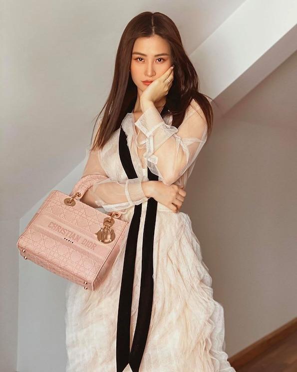 Thời trang bầu bí của Đông Nhi phủ đầy hàng hiệu, từ đầu đến chân không thiếu thứ gì Ảnh 5