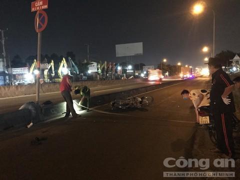 Hai thanh niên nằm trên quốc lộ, một người chết, một người nguy kịch Ảnh 4