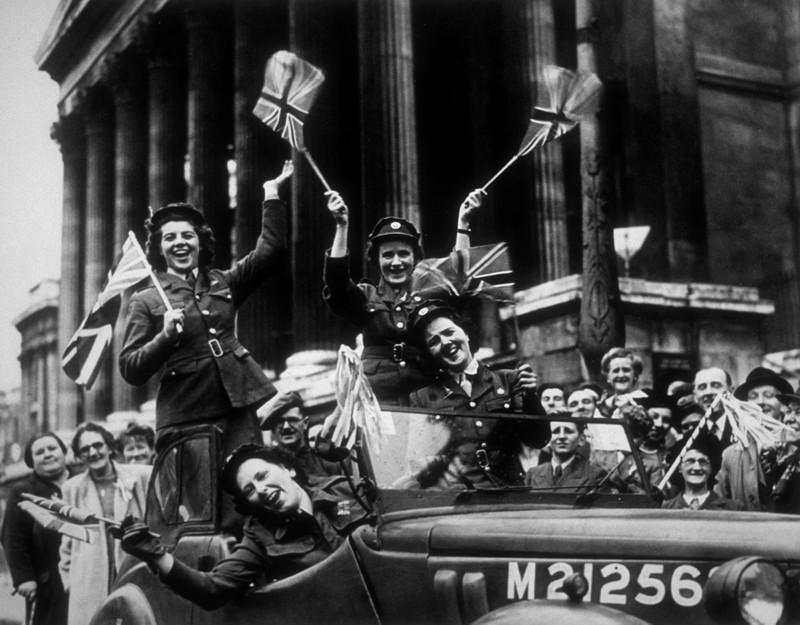 Chùm ảnh: Niềm hân hoan trong Ngày Chiến thắng ở châu Âu 1945 Ảnh 5