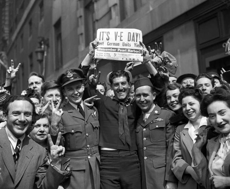 Chùm ảnh: Niềm hân hoan trong Ngày Chiến thắng ở châu Âu 1945 Ảnh 15