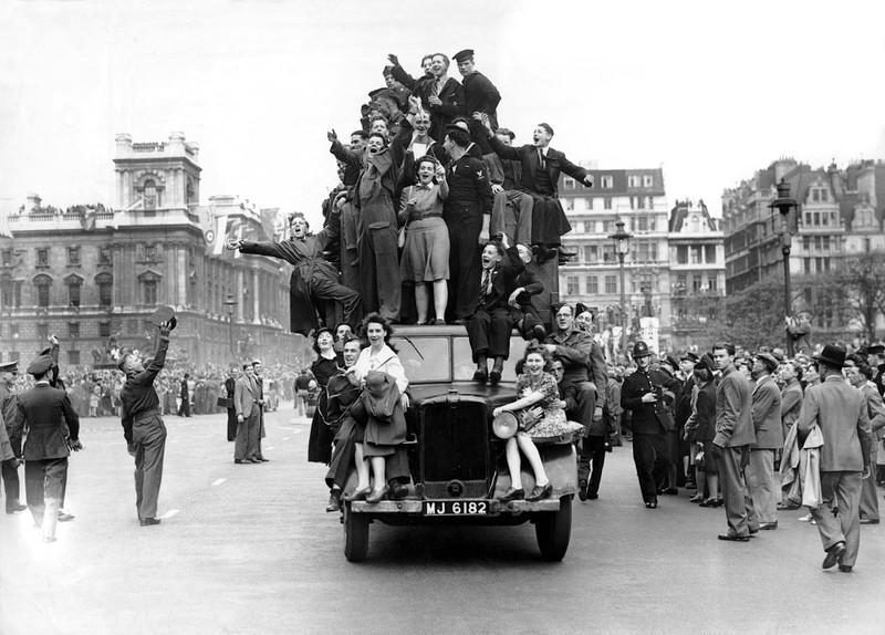 Chùm ảnh: Niềm hân hoan trong Ngày Chiến thắng ở châu Âu 1945 Ảnh 7