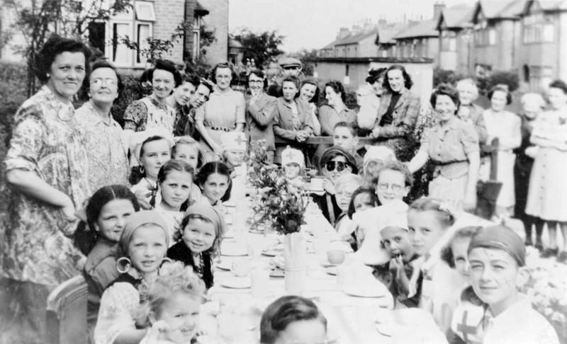 Chùm ảnh: Niềm hân hoan trong Ngày Chiến thắng ở châu Âu 1945 Ảnh 14