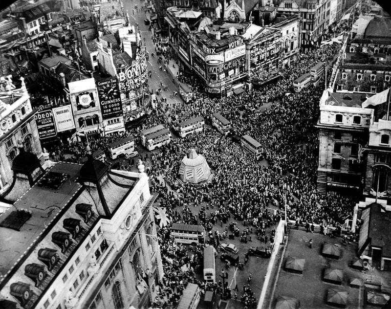 Chùm ảnh: Niềm hân hoan trong Ngày Chiến thắng ở châu Âu 1945 Ảnh 11