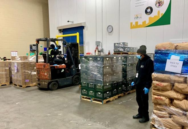 Nhà máy sữa Vinamilk tại Mỹ ủng hộ 23 ngàn lít sữa cho người dân khó khăn Ảnh 2