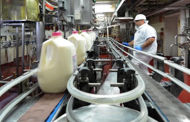 Nhà máy sữa Vinamilk tại Mỹ ủng hộ 23 ngàn lít sữa cho người dân khó khăn Ảnh 6