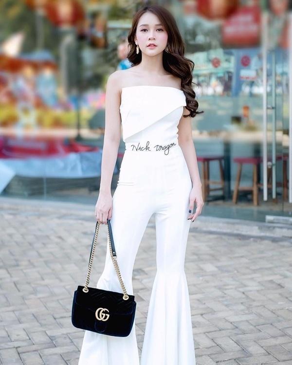 Cách diện đồ trắng chuẩn quý cô thanh lịch của Sam Ảnh 2