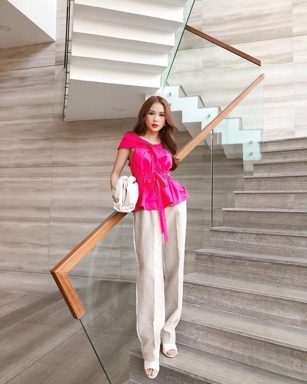 Cách diện đồ trắng chuẩn quý cô thanh lịch của Sam Ảnh 6