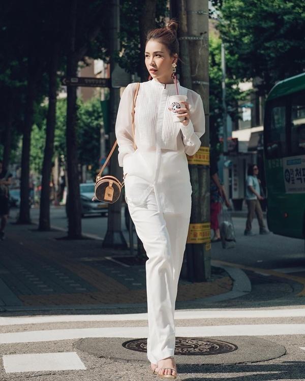 Cách diện đồ trắng chuẩn quý cô thanh lịch của Sam Ảnh 4