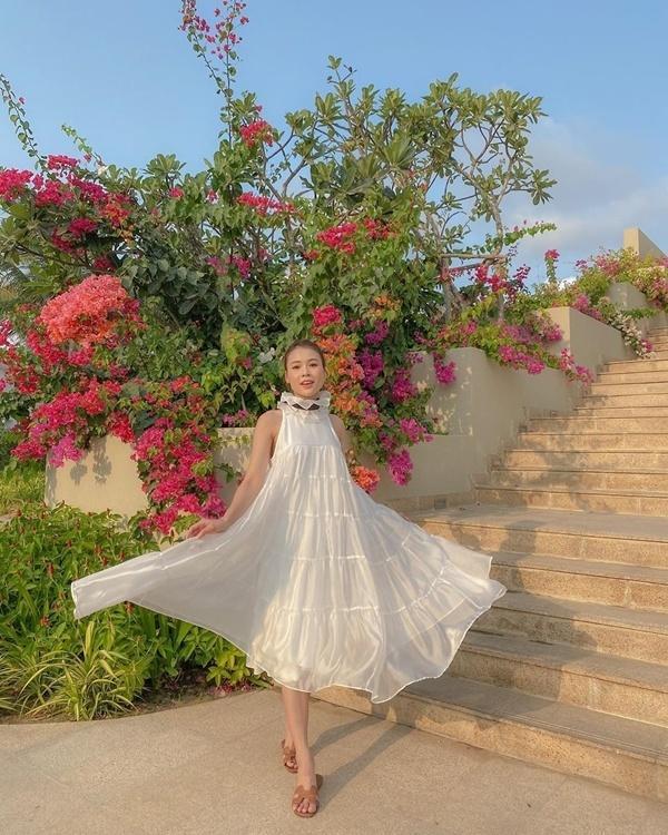 Cách diện đồ trắng chuẩn quý cô thanh lịch của Sam Ảnh 12