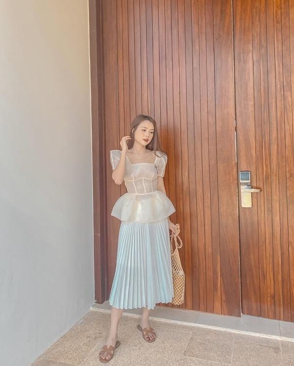Cách diện đồ trắng chuẩn quý cô thanh lịch của Sam Ảnh 3