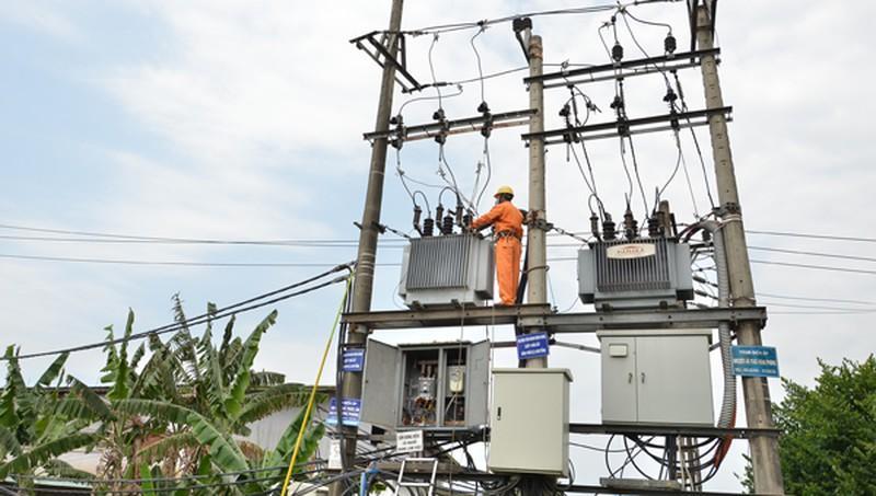 Điện lực Quảng Ngãi thực hiện nhiều giải pháp đảm bảo nguồn điện trong mùa nắng nóng Ảnh 1