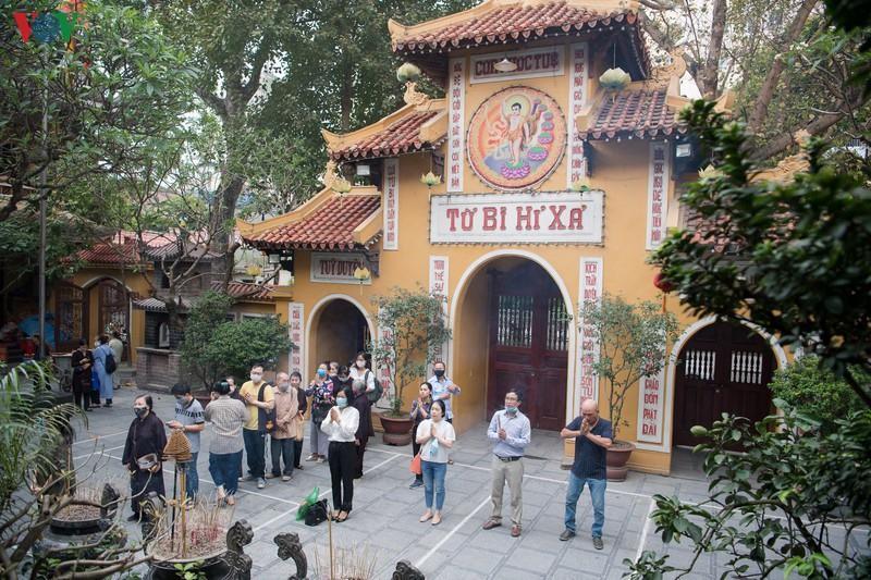 Các chùa hoạt động trở lại, tạm thời chưa đón khách quốc tế và Việt kiều Ảnh 1