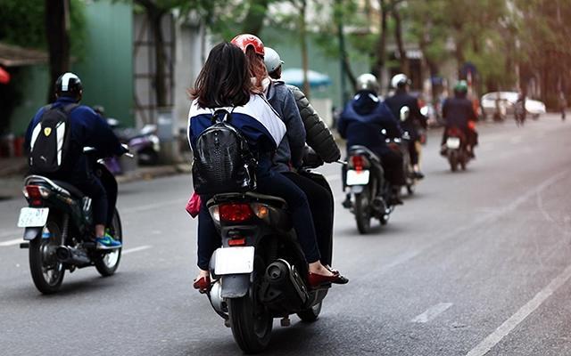 Báo động tình trạng học sinh đi xe máy khi chưa đủ tuổi Ảnh 1