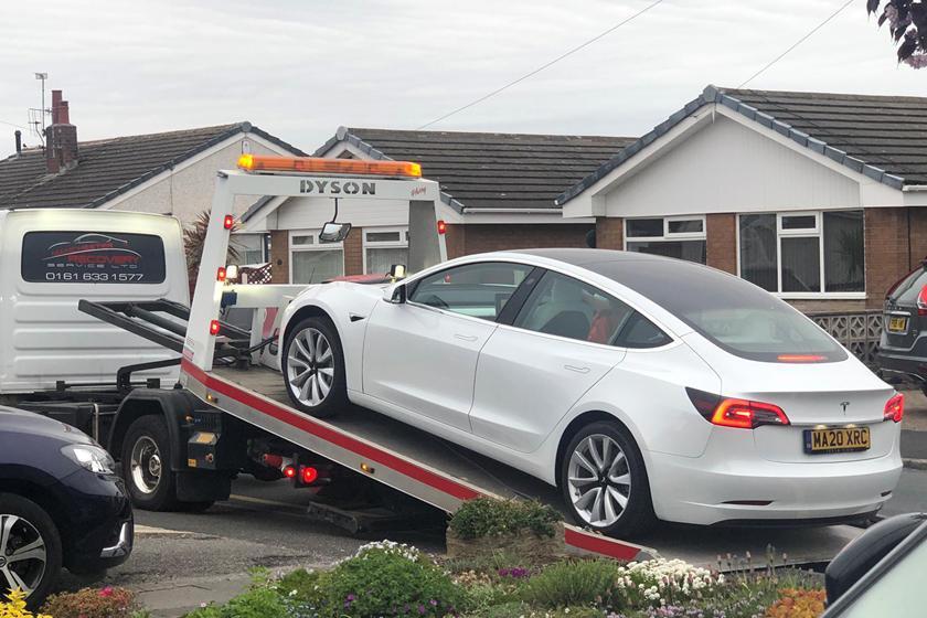 Tesla Model 3 rơi vô lăng chỉ sau một tháng mua mới Ảnh 2