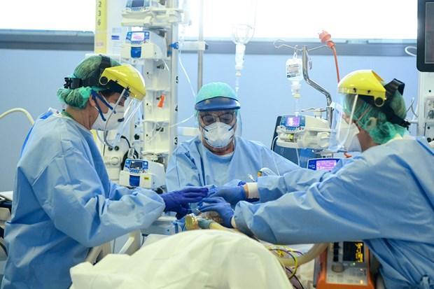 Pháp: Bệnh nhi tử vong do hội chứng viêm hiếm gặp liên quan SARS-CoV-2 Ảnh 1