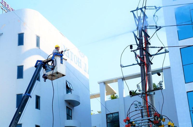 Bảo đảm cấp điện an toàn, ổn định mùa nắng nóng Ảnh 5