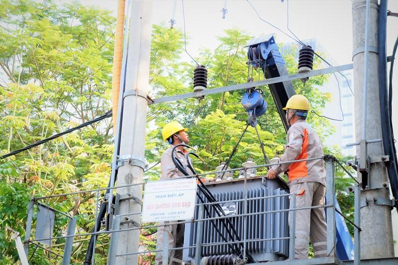 Bảo đảm cấp điện an toàn, ổn định mùa nắng nóng Ảnh 4