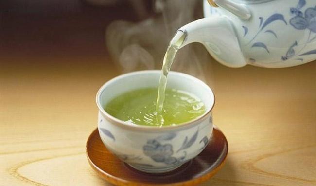 Câu chuyện Thiền sư và tách trà nóng hàm ẩn bài học về sự buông bỏ Ảnh 1