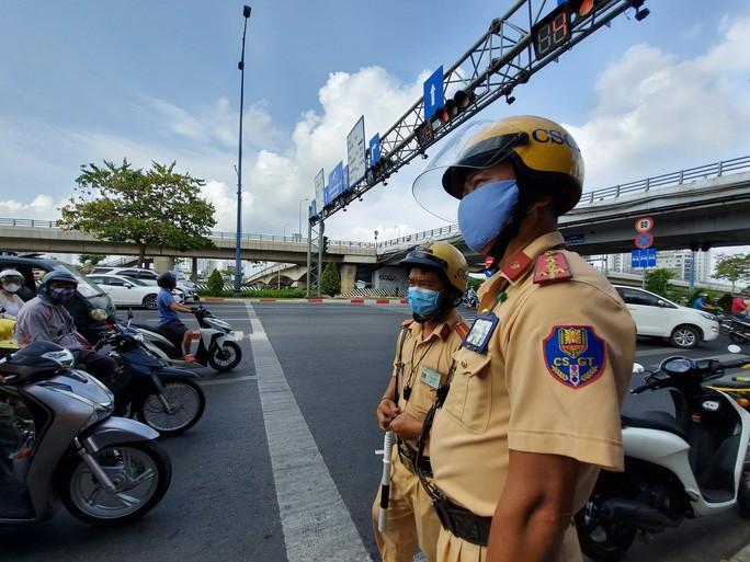 CSGT TP HCM sau 10 ngày tổng kiểm soát: Hơn 11.000 xe bị xử phạt! Ảnh 1