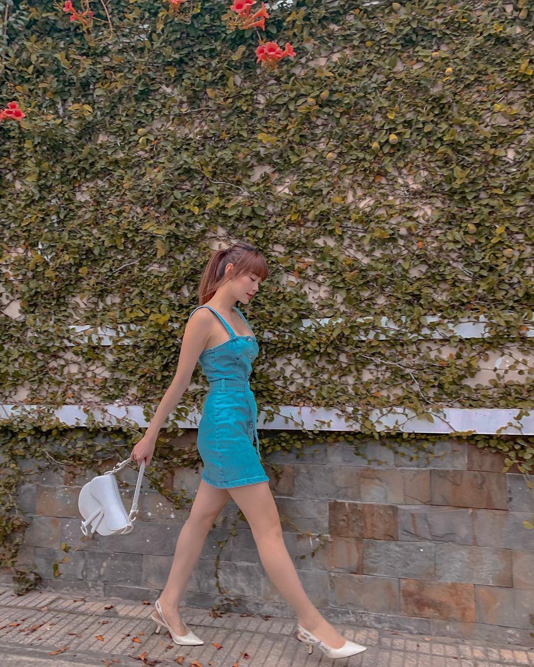 Minh Hằng và Lan Ngọc đều hack tuổi thần sầu nhờ váy denim, muốn mặc đẹp như họ nhưng không 'cưa sừng làm nghé' thì bạn hãy nhớ vài tips Ảnh 3