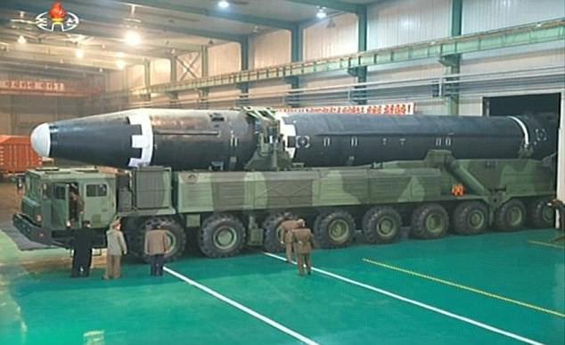 Mỹ trừng phạt 33 người liên quan tới chương trình tên lửa và hạt nhân Ảnh 1