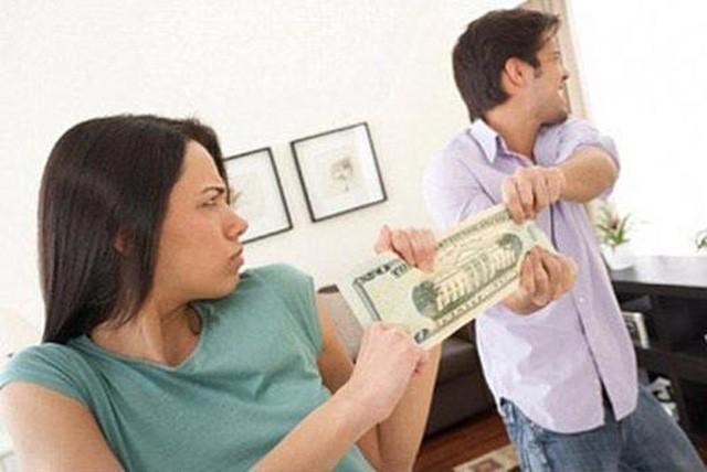 Chồng không đưa tiền cho vợ, chị em ta phải làm sao đây? Ảnh 1