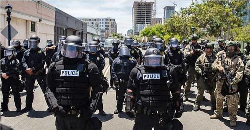 Liệu ông Trump có thể lệnh quân đội dẹp biểu tình bạo loạn? Ảnh 3