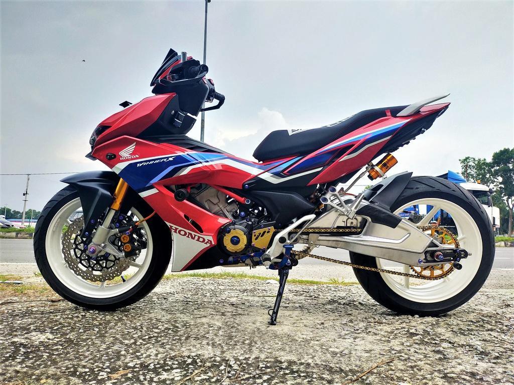 Honda Winner X phong cách phân khối lớn của xưởng độ Malaysia Ảnh 1