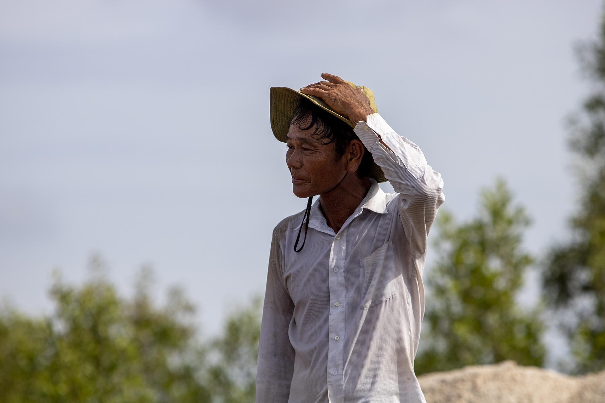 Nhọc nhằn trên cánh đồng muối lớn nhất miền Tây Ảnh 5