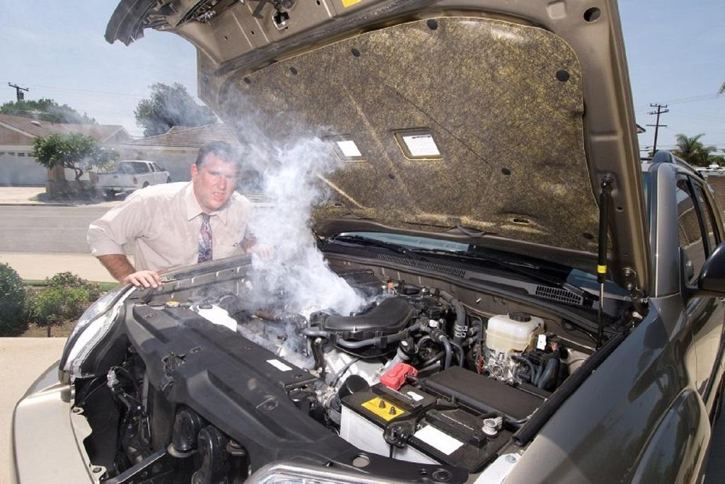 Cách xử lý khi két nước động cơ quá nóng Ảnh 1