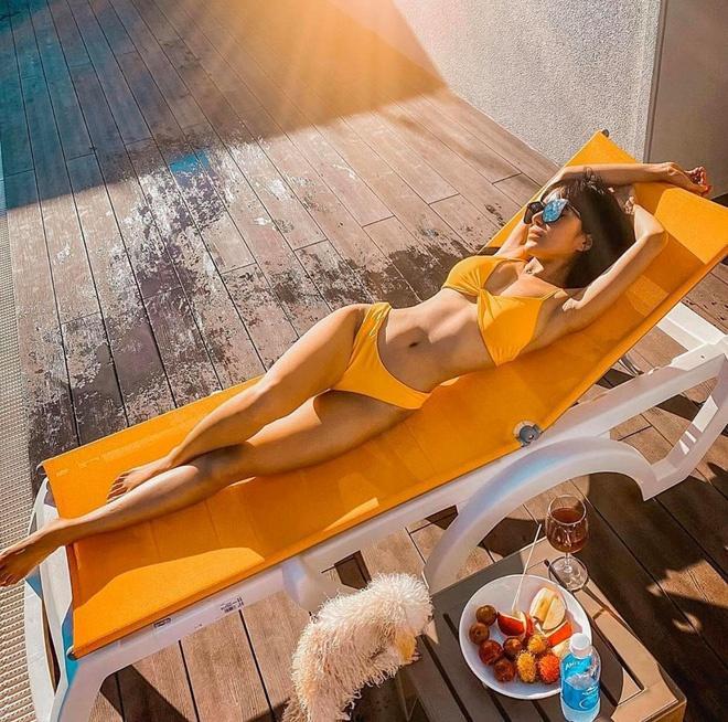 Salim diện bikini hồng, Trang Phạm khoe eo thon với đồ bơi hai mảnh Ảnh 5