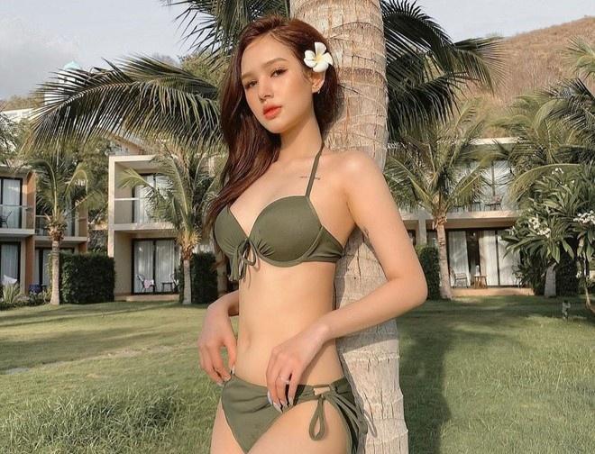 Salim diện bikini hồng, Trang Phạm khoe eo thon với đồ bơi hai mảnh Ảnh 1