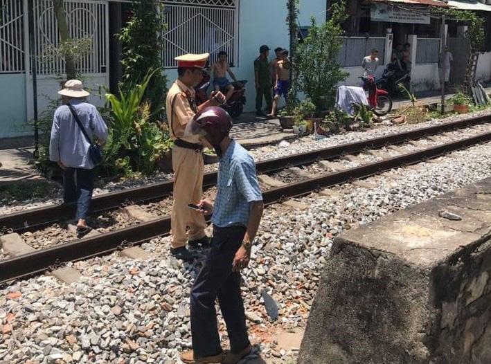 Đi bộ qua đường ray, người đàn ông bị tàu hỏa tông chết thảm Ảnh 1