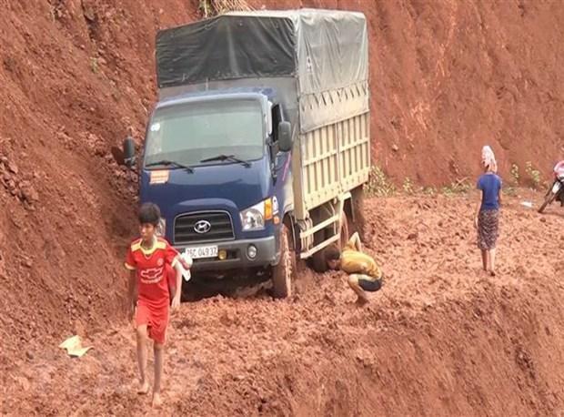 Sơn La: Mưa to gây ngập úng và sạt lở đất, giao thông ùn tắc Ảnh 1