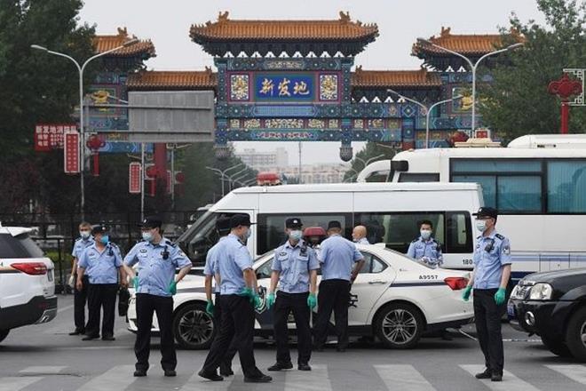 Thành phố Trung Quốc tuyên bố thiết quân luật vì ổ dịch COVID-19 mới Ảnh 1