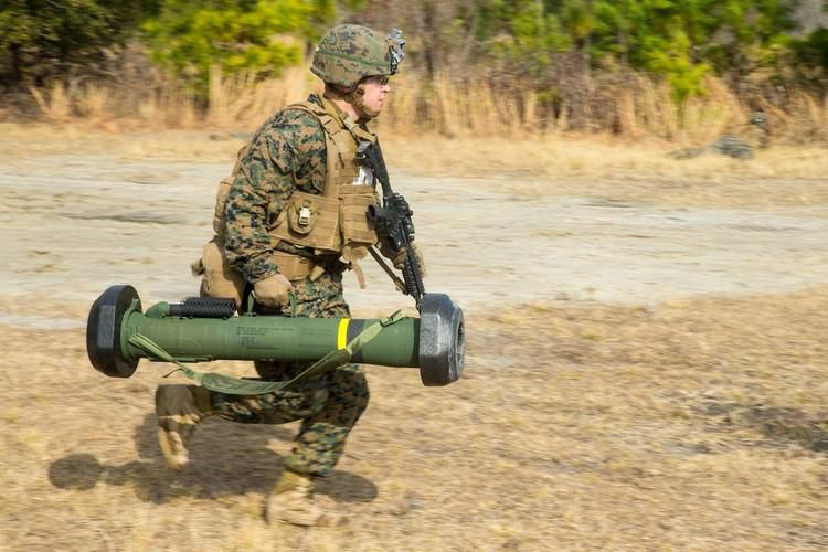 Nga 'lạnh gáy' khi Mỹ cung cấp thêm cho Ukraine loạt tên lửa chống tăng Javelin cực mạnh Ảnh 6