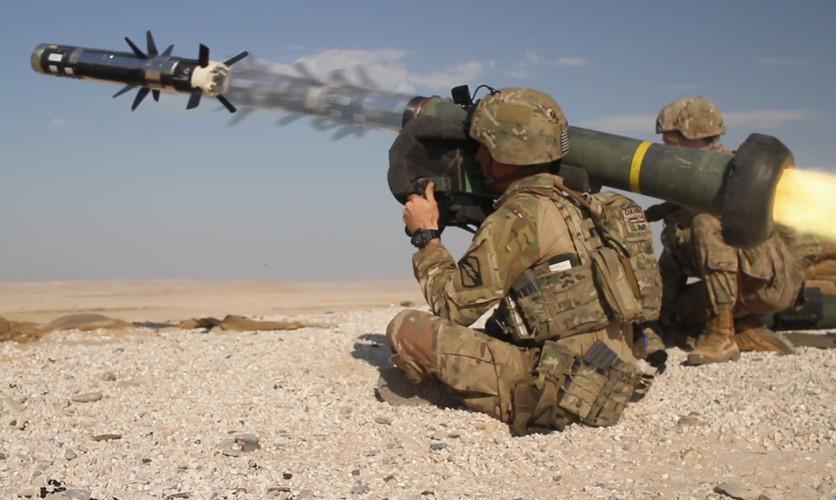 Nga 'lạnh gáy' khi Mỹ cung cấp thêm cho Ukraine loạt tên lửa chống tăng Javelin cực mạnh Ảnh 3