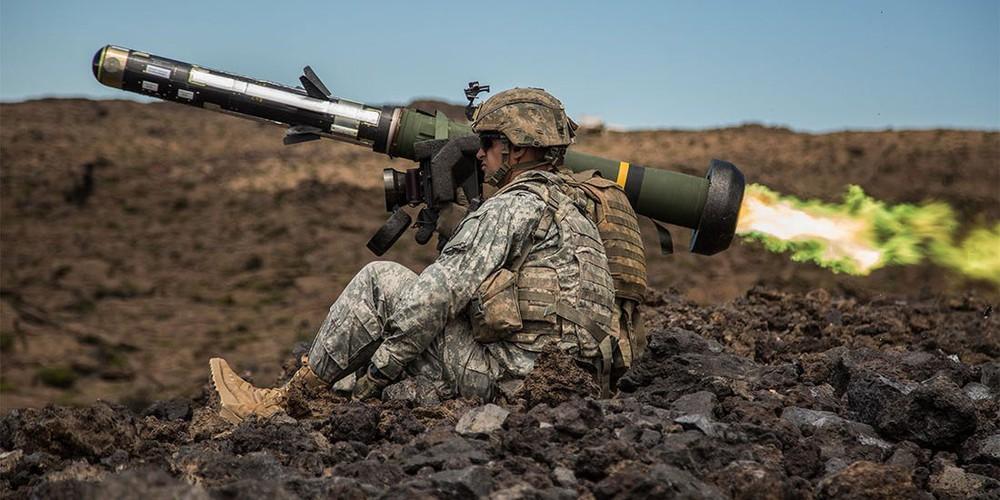 Nga 'lạnh gáy' khi Mỹ cung cấp thêm cho Ukraine loạt tên lửa chống tăng Javelin cực mạnh Ảnh 5