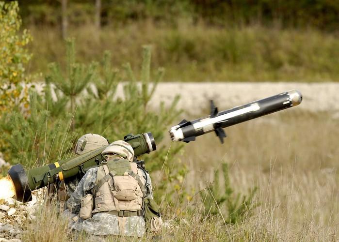 Nga 'lạnh gáy' khi Mỹ cung cấp thêm cho Ukraine loạt tên lửa chống tăng Javelin cực mạnh Ảnh 7
