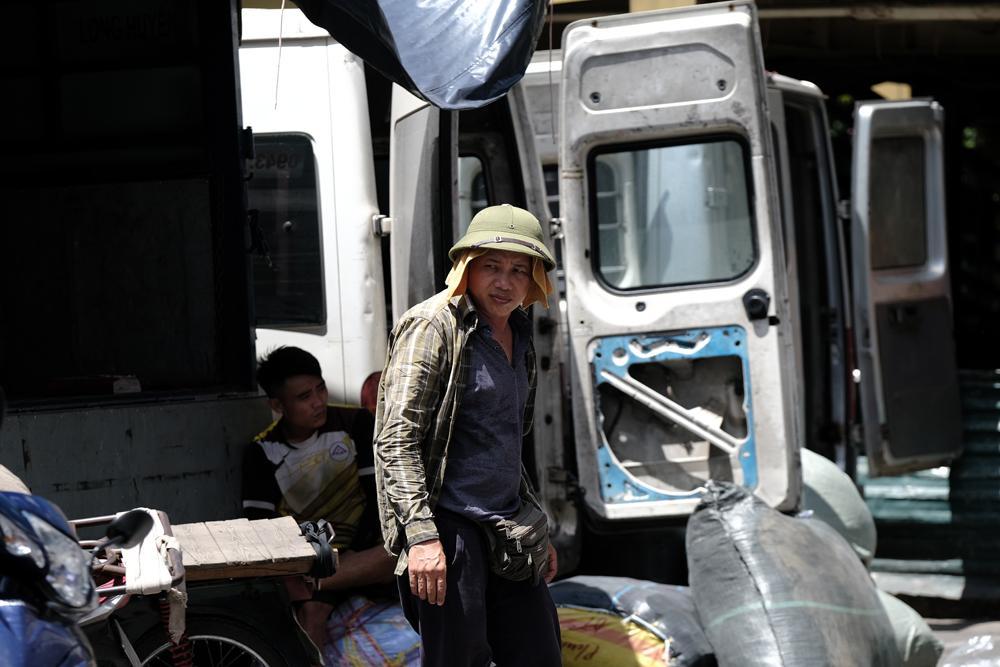 Người lao động quay cuồng dưới cái nắng như thiêu đốt tại Hà Nội Ảnh 10