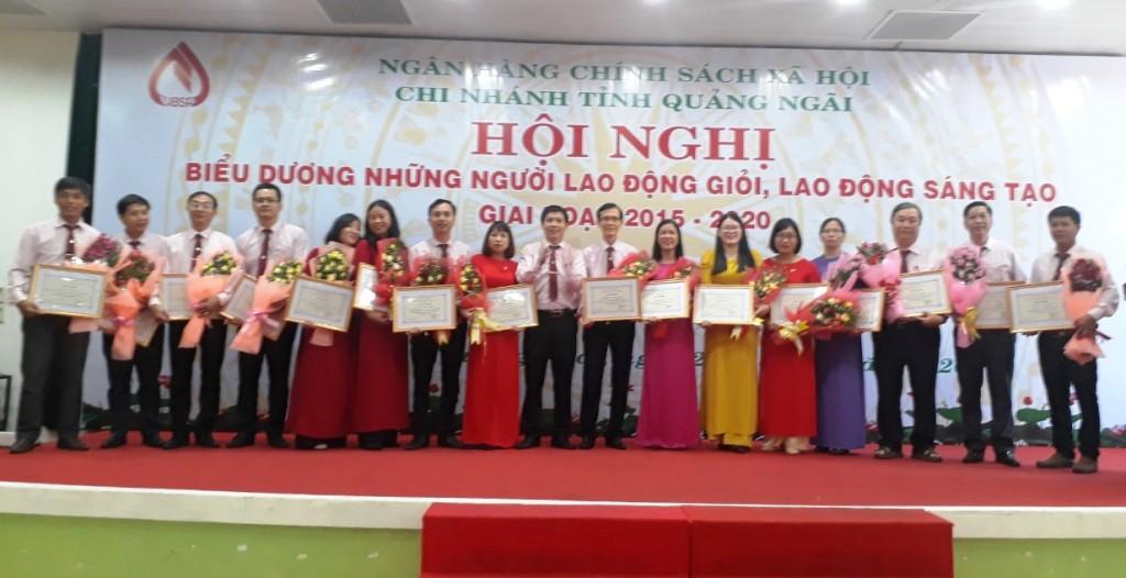 Ngân hàng CSXH Chi nhánh Quảng Ngãi biểu dương người lao động giỏi Ảnh 1