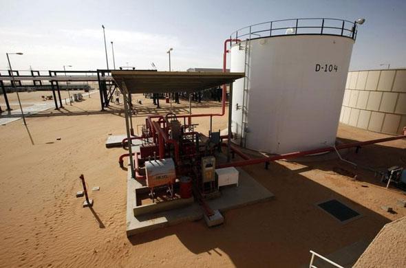 Giá dầu lao dốc sau tuyên bố sốc về thỏa thuận thương mại Mỹ - Trung của ông Navarro Ảnh 1